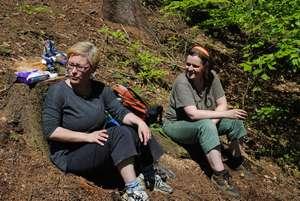 těpánka a Lenka při odpočinku lesní brigádaDSC_2555